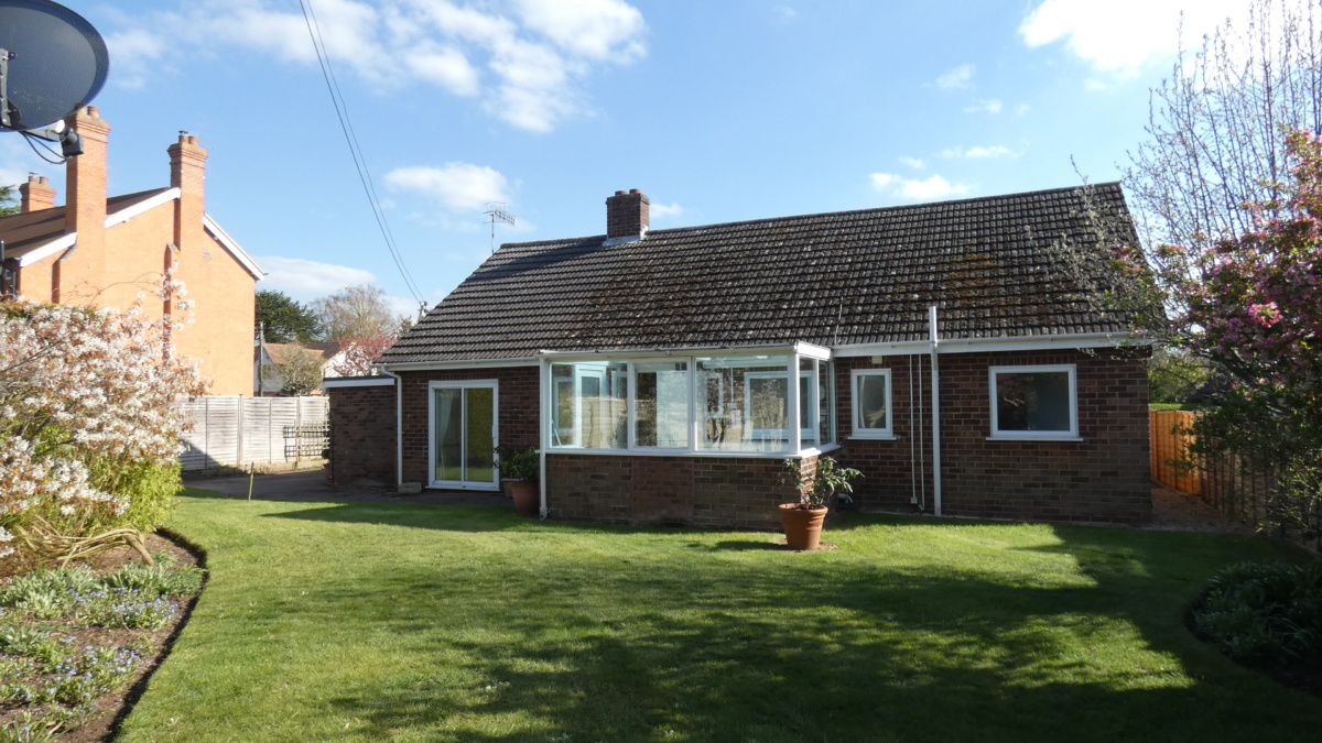 2 bed bungalow to let Welford on Avon